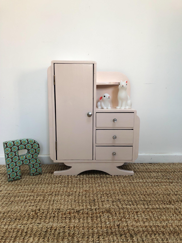 armoire poupée asymétrique